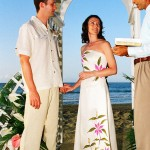 A beach wedding at Stonehaven Bay. Photographer: Courtesy Plantation Beach Villas