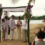 A beach wedding on Stonehaven Bay. Photographer: Courtesy Plantation Beach Villas