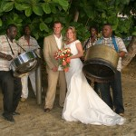A beach wedding (with steel pan!) on Stonehaven Bay. Photographer: Courtesy Plantation Beach Villas